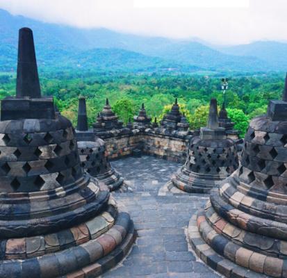 世界最大的佛教遗址,隐藏于热带雨林中近千年,与长城齐名!