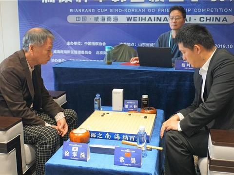 常昊现任棋协副主席,43岁依旧英俊潇洒,而51岁妻子尽显老态