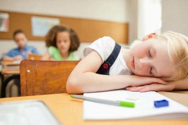 孩子说老师特别凶,不想上学,家长该怎样进行引导和教育呢?