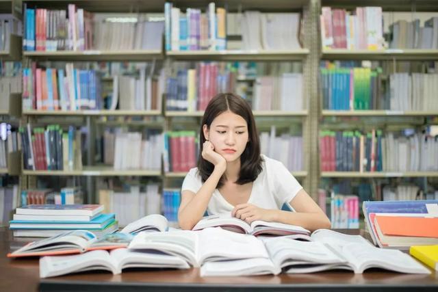 青春叛逆期的孩子,跟同学关系不好,家长该如何引导和教育呢?