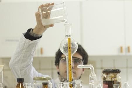 【中考备考】中考化学:怎样掌握化学药品的使用?