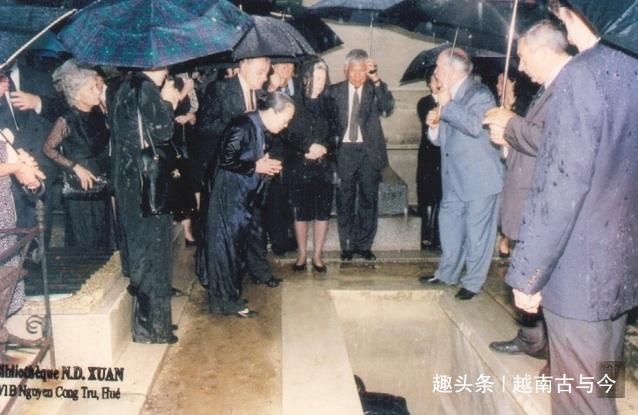 1997年越南末代皇帝葬礼:按西方礼仪完成,皇太子和公主披麻戴孝