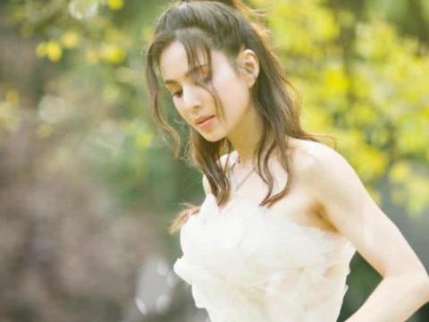 李若彤穿婚纱圆妈妈心愿,楚楚动人犹如仙女下凡