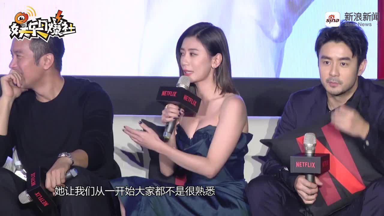賈靜雯抹胸連衣裙亮相《罪夢者》發布會  談演少女毫無壓力