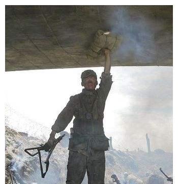 舍身炸碉堡的不止有董存瑞,还有这位老兵,彭老总称他是万古师表
