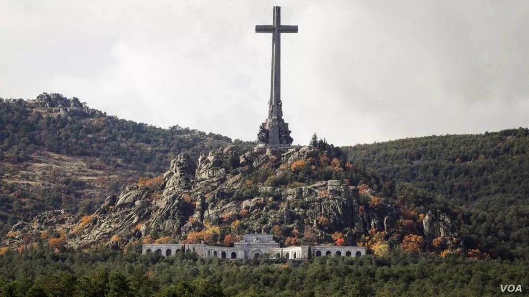 下葬四十四年后,西班牙挖出了法西斯领袖