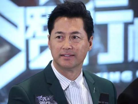 54岁御用飞虎王敏德花2年时间考取执照,毅力惊人因自小备受白眼