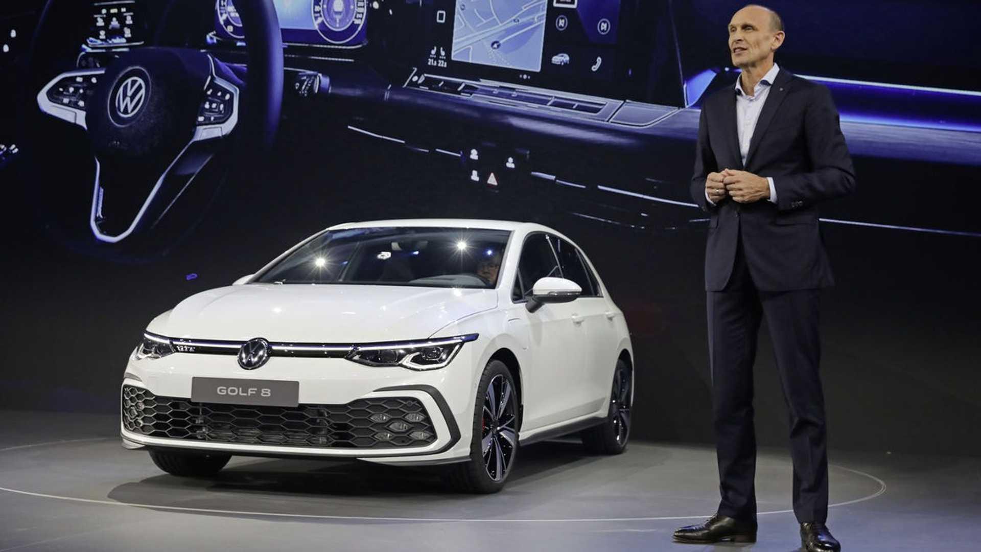 新一代高尔夫标配三缸,海外首秀试驾换挡变线控,最帅的是尾巴
