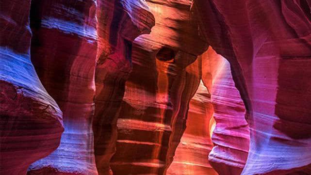 十大不可错过绝美景观:蓝色洞穴是世界上最大的水下天坑