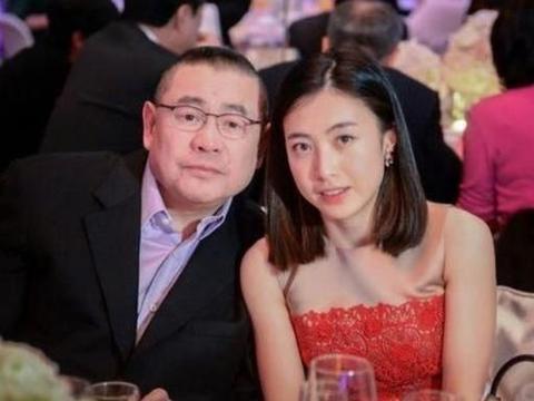 港媒曝吕丽君争宠内幕,质疑甘比女儿父亲身份
