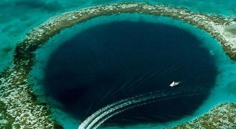 世界上最大的水下洞穴,伯利兹大蓝洞,世界奇观之一