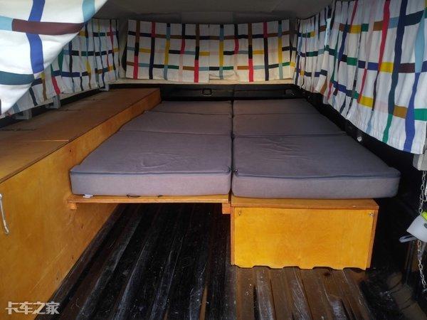 皮卡改房车,货箱秒变单人床,外国友人花式秀玩法,看完我酸了