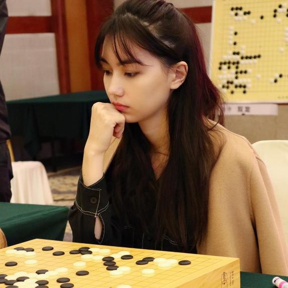 25岁身材颜值爆表,棋迷:像仙女下凡
