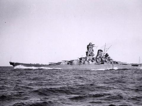 排水量约50000吨,一炮贯穿对手装甲,堪称二战顶级战列舰