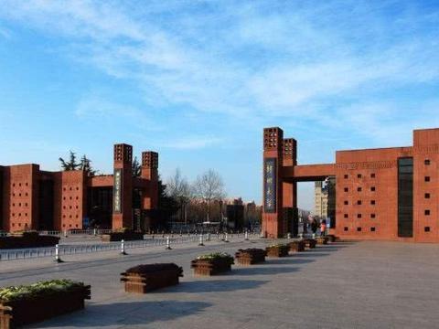 河南最难考的大学,录取分比郑州大学还高,考上铁饭碗!