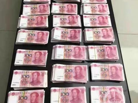 """母亲捡破烂为生,竟不知自家后院藏着50多万元""""钞票"""""""