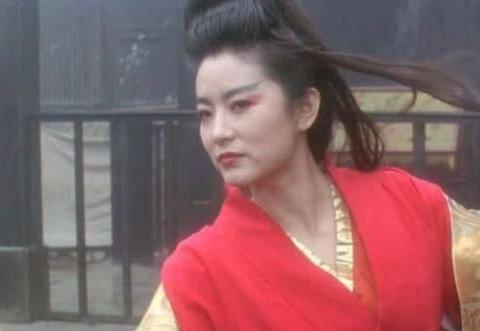 林青霞65岁庆生照曝光,旗袍搭高跟鞋还跳舞,1细节力破婚变谣言