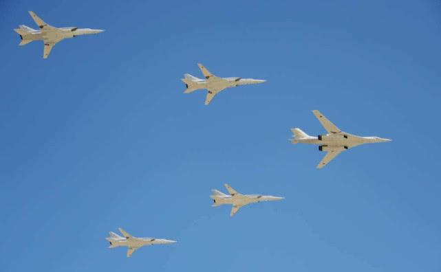 丢脸了!战斗机飞不过轰炸机 图160轻易三次甩掉F35