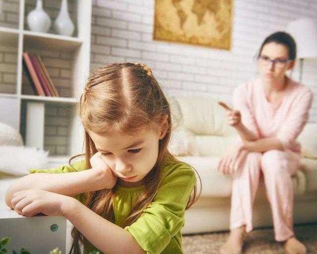 教育孩子,这5大语言暴力句句戳心,尤其第一句,很多家长不自知