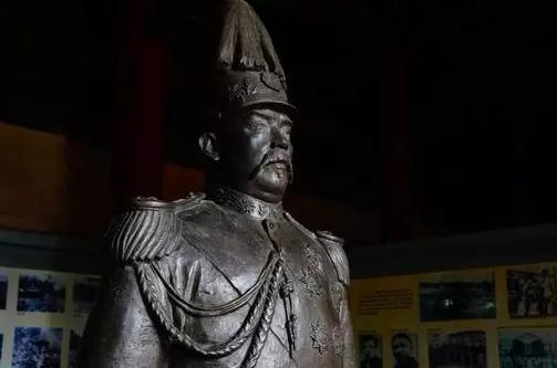 袁世凯55岁大寿:一副对联暗藏杀机,却被他一眼看破