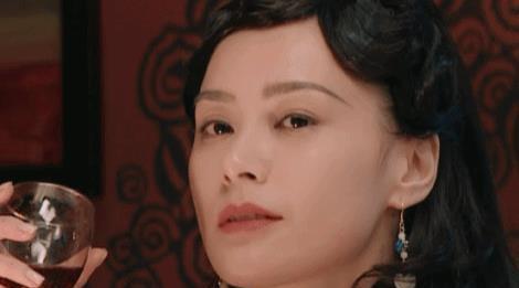 """""""艳照门""""过去11年,twins一个成了钟欣潼,一个成了蔡卓妍"""