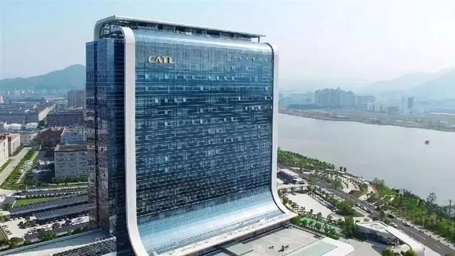 2019胡润百富榜,前50名的门槛从去年的420亿元提高到了520亿元