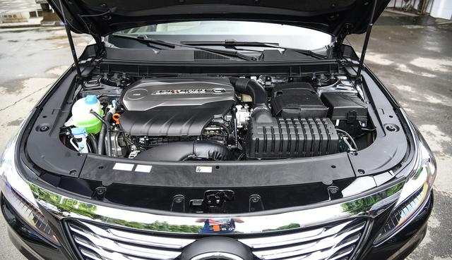 这款c级轿车长超5米,拥有后排液晶屏,车载冰箱,起步14.98万