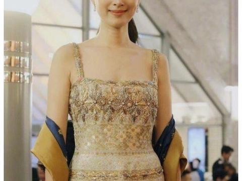 大概是我见过最美的泰国变性人,当她穿上无袖裙,比女人还女人