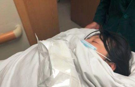 徐冬冬做手术出意外,转急救中心抢救,病床上昏迷不醒