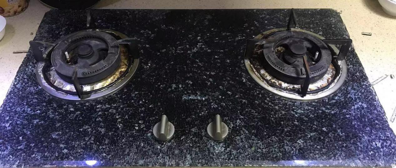 做饭过程中,燃气灶玻璃面板突然炸裂......老板电器:存在自爆几率,不是质量问题