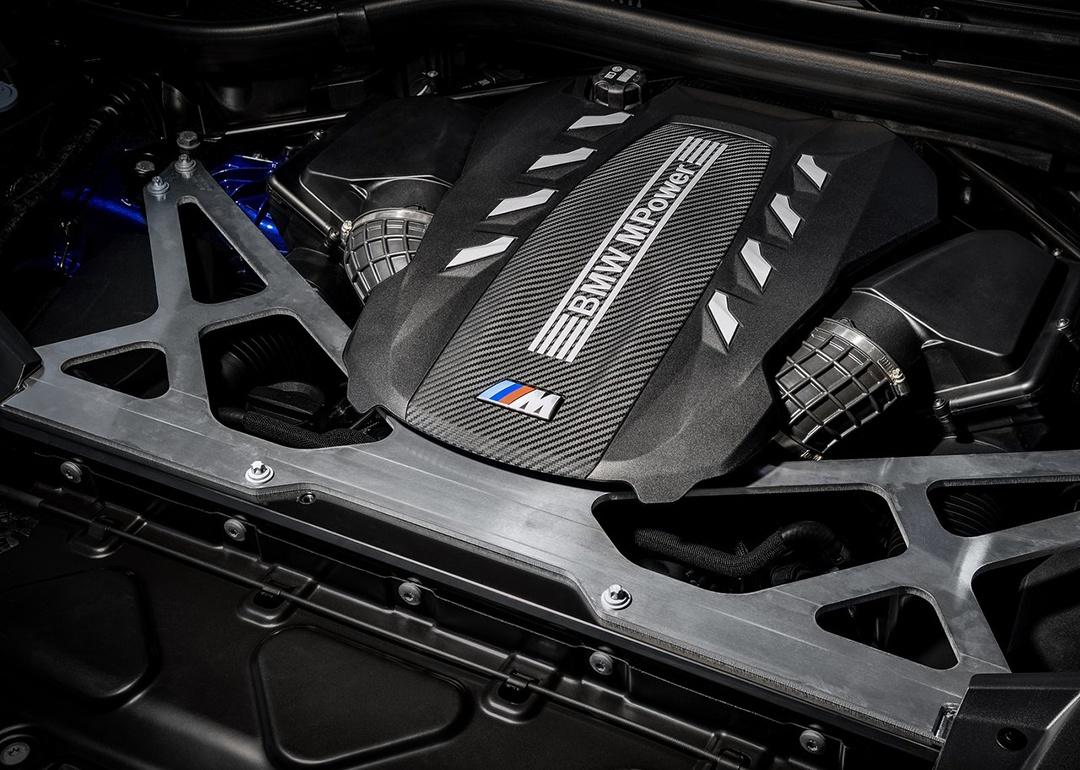4.4T大V8,百公里加速3.8秒,这两款全新SUV是要逆天?