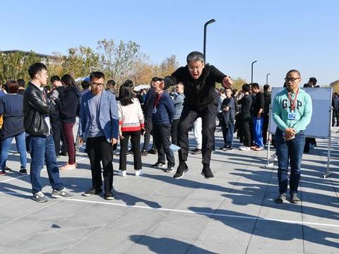 """午休时间也要来打卡?500名公务员体验""""魔性""""北京纪录"""