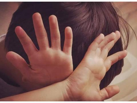 校园里的语言霸凌,威力有时比肢体暴力还要大,很多孩子在承受