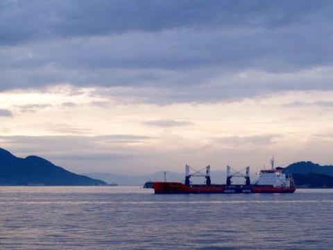 """日本顶尖设计师妹岛和世作品,直岛客运码头仿佛""""漂""""在海面"""