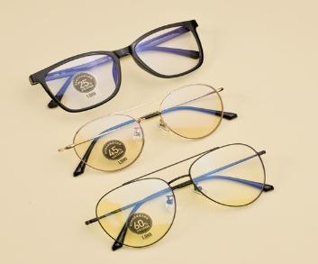 防蓝光眼镜真能预防儿童近视?专家:无科学依据