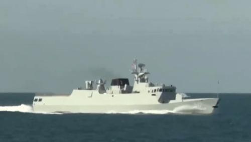 大批054A护卫舰驶出黄海,激烈开火击沉不明目标白宫:收到警告