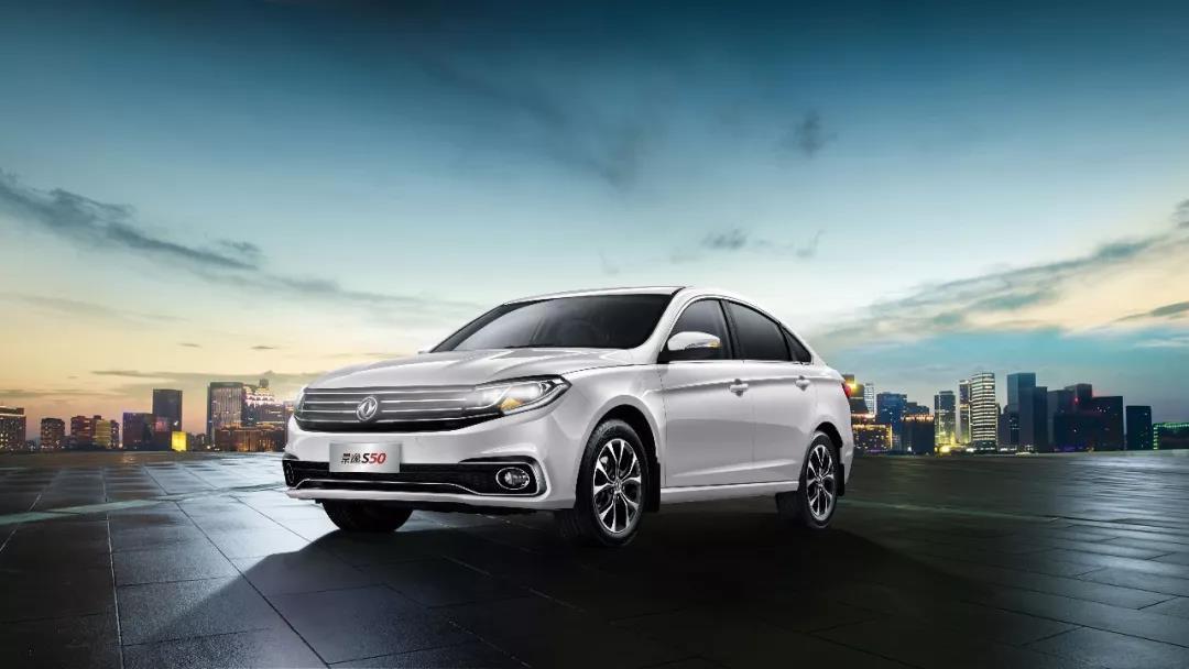 售价6.99万,百公里油耗6.4L,这款轿车又大又便宜!