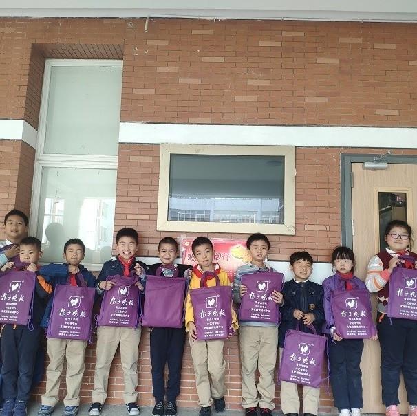 【校园新闻】大记者牵手小记者,走进南京外国语学校仙林分校