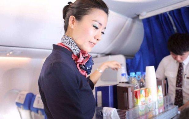 """飞机上5个""""隐藏服务"""",必须主动开口才可享受,腼腆的人很吃亏"""