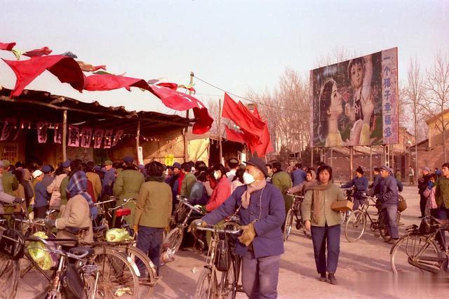 1982年的西安,罕见街拍老照片,这才是82年的西安生活记忆