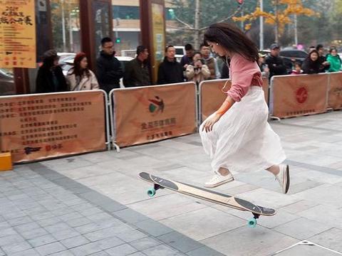 2019北京极限运动协会长板公开赛在龙湖长楹天街开赛