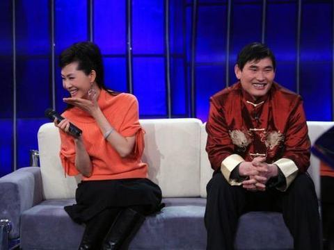 53岁于文华近照,老公隐藏了整整15年,女儿长得比她还美