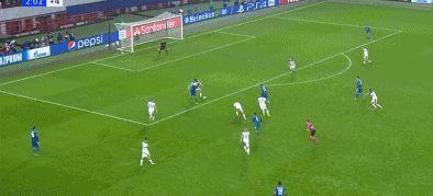 官方:道格拉斯-科斯塔绝杀球当选本周欧冠最佳进球