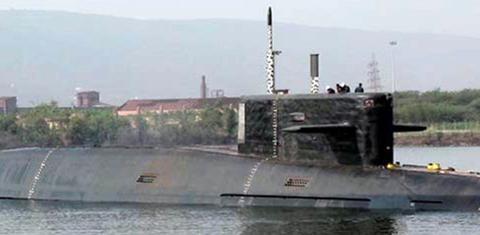 印度研发K-4潜射弹道导弹,射程增加5倍,一艘潜艇最多载8枚