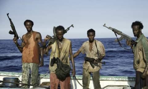 无视警告!外籍船不由分说向054A舰冲过来,舰队指挥官:开火