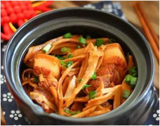 美食推荐:笋烧肉,黑木耳百合炒西芹,冻豆腐红烧肉