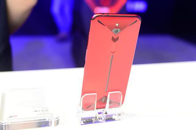 同样价格买普通旗舰还是游戏手机?努比亚红魔3已经这么便宜了