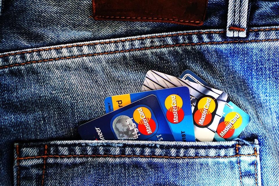 苹果信用卡因性别歧视被调查,银行的信用卡额度到底是怎么给的?