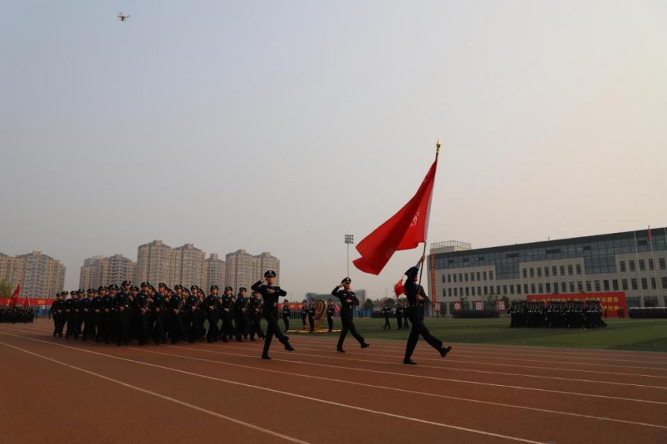 河南警察学院隆重举行军训汇报暨2019级 新生开学典礼