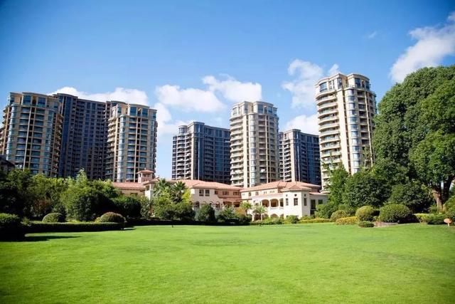 宝马娱乐在线城手机版网址 龙文福隆城 VS 明发商业广场,哪个更宜居?